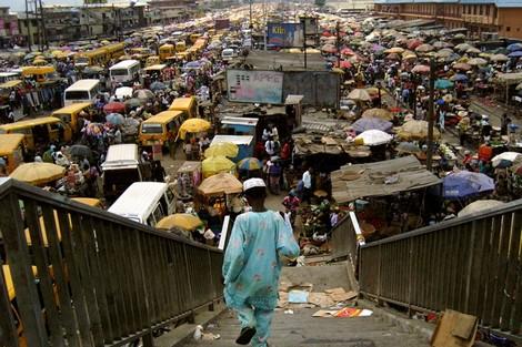 الجهوية 24 - الفقر الشديد والنمو السكاني يخيفان القارة الإفريقية
