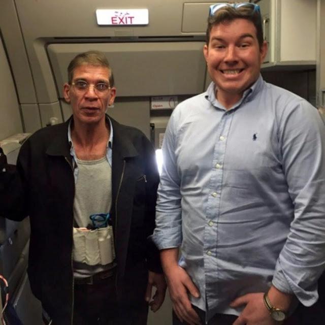 Secuestran el avión y se toma fotografía con el terrorista