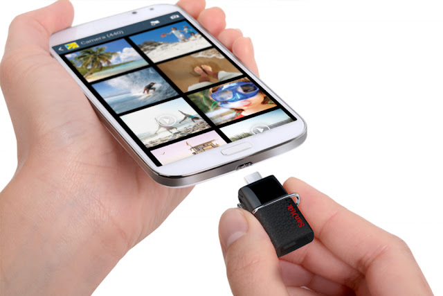 SanDisk 32GB OTG Flash Drive connecting to smart phone