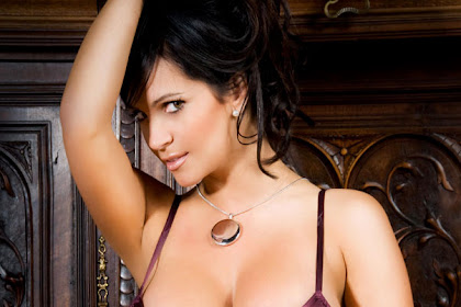 Denise Milani teases in lavender nightie & g-string