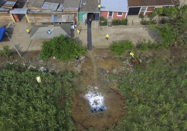 За домом бывшего полицейского нашли кладбище с телами десятков убитых женщин