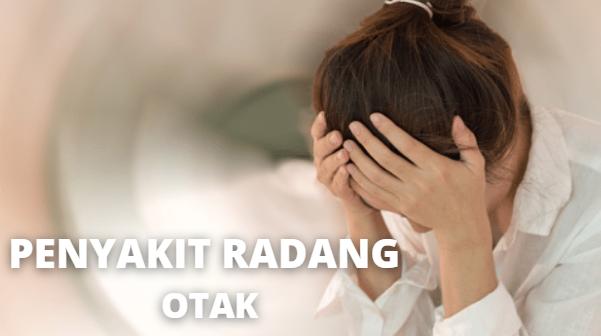 Penyakit Radang Otak : Pengertian, Gejala, Penyebab, Risiko Komplikasi, Lagkah Pencegahan Pada Tubuh Manusia Pengertian Radang Otak Radang otak atau ensefalitis adalah iflamasi yang terjadi pada otak. Kondisi ini dapat terjadi pada siapa saja, tapi anak-anak serta lansia memiliki risiko tertinggi karena sistem kekebalan tubuh meraka yang cenderung lebih lemah.  Meskin jarang terjadi, radang otak berpotensi menjadi kondisi yang serius dan dapat mengancam jiwa. Perkembangan penyakit ini juga sulit ditebak. Diagnosis dan pengobatan yang cepat serta efektif adalah kunci utama dalam menangani kondisi ini.  Gejala Radang Otak Radang otak umumnya diwalai dengan gejala-gejala ringan, seperti sakit kepala, lelah, demam, serta pegal-pegal. Kondisi penderita kemudian dapat menurun secara drastis dengan indikasi-indikasi yang lebih serius yang meliputi : Kejang-kejang Perubahan kondisi mental, seperti linglung Halusinasi Otot yang lemas Kelumpuhan pada wajah serta bagian tubuh tertentu Gangguan pada kemampuan bicara atau pendengaran Pingsan Leher yang kaku Pandangan kabur atau bahkan kehilangan penglihatan  Gejala awal penyakit ini cenderung mirip dengan indikasi flu sehingga sulit dideteksi. Karena itu, segeralah ke rumah sakit jika mengalami gejala flu yang makin parah dan yang disertai dengan perubahan kondisi mental.  Penyebab Radang Otak Sebagian besar kasus radang otak atau emsefalitis, penyebabnya belum diketahui secara pasti. Namun, berbagai jenis infeksi juga dapat menyebabkan radang otak, terutama infeksi virus. Jenis-jenis radang otak ditentukan berdasarkan penyebabnya. Pemicu tersebut umumnya meliputi : Infeksi yang terjadi secara langsung dalam otak Reaksi sistem kekebalan tubuh akibat infeksi lain, misalnya karena campak, rubella, atau bahkan HIV. Radang otak terjadi akibat sistem kekebalan tubuh secara keliru menyerang jaringan otak. Komplikasi dari infeksi virus, misalnya virus herpes simpleks, virus varisela zoster, atau virus epstein barr. Virus dari hewan, mi