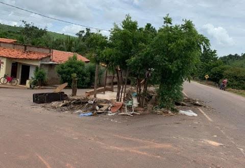 Decisão da Prefeita Danielly de tirar idosa do seu ponto de vendas acusa revolta na população São Roberto-MA