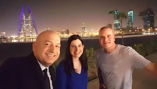 صحفيون إسرائيليون يحتفلون بالشرق الأوسط الجديد في البحرين ،ويشربون البيرة اللبنانية