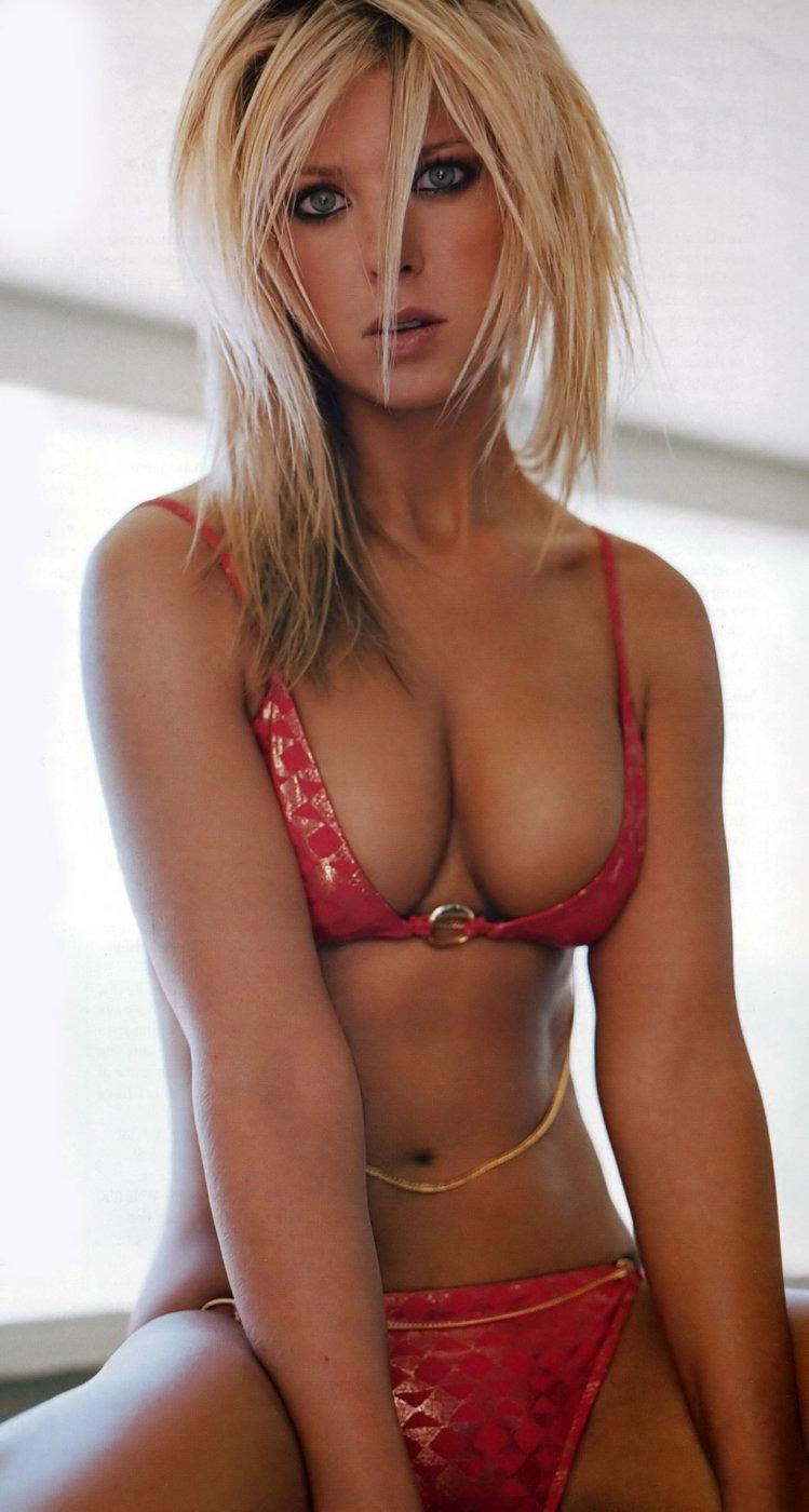 image Tara reid nipple slip