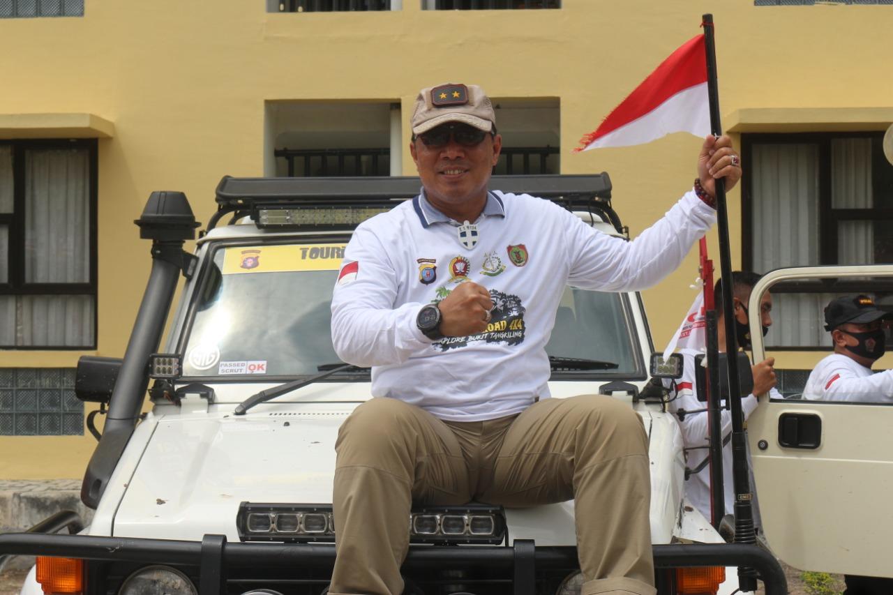 Country Road Polda Kalteng dan IOF Kalteng bagikan 250 KG Beras ke Warga