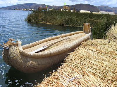 Barca de totora, Lago Titicaca, Puno, Perú, La vuelta al mundo de Asun y Ricardo, round the world, mundoporlibre.com