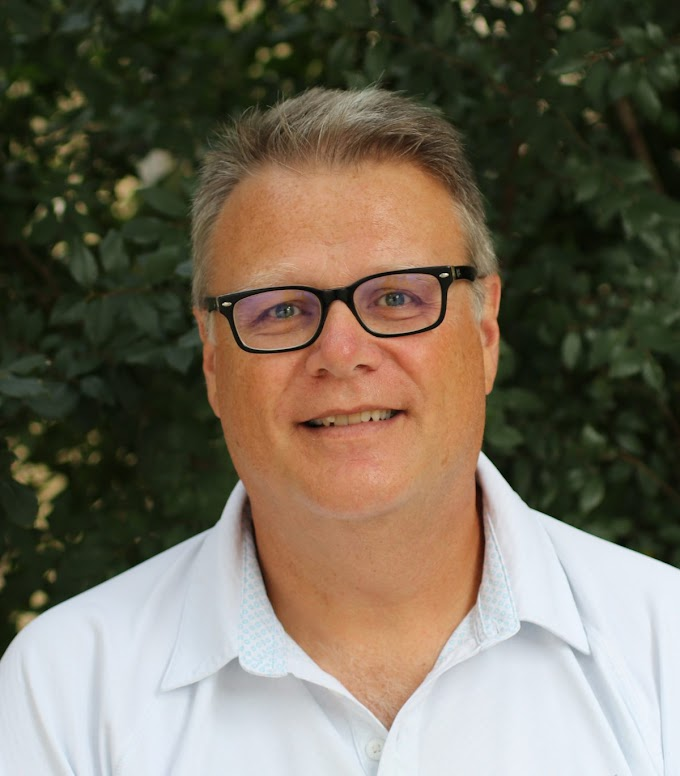 """Is the presence of anthropologist Darryl de Ruiter on the Rising Star and Malapa teams consistent with a """"zero tolerance"""" policy?"""