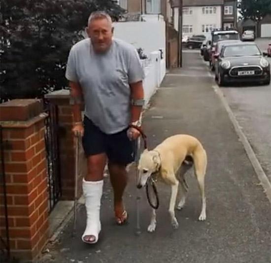 Cachorro que Manca imitando o dono faz sucesso na internet - img
