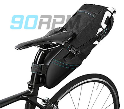 Borsa sottosella da bikepacking, montata e riempita.