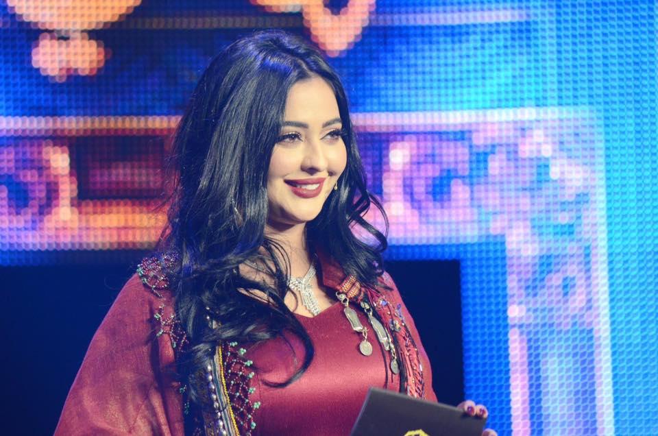 """الشابة الإعلامية المغربية """"حسناء إبراهيم"""" تركت الشهرة والمال من أجل استثمار تجربتها بالمغرب"""