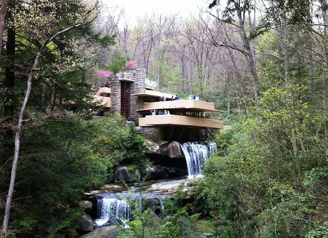 The Fallingwater - Frank Lloyd Wright