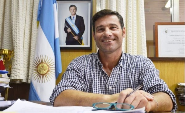 Denuncian a un intendente de Cambiemos de haber beneficiado a su familia con una millonaria licitación