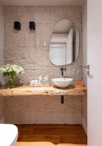 parede-de-pedras-revestimento-lavabo