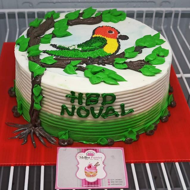 Kue tart gambar burung