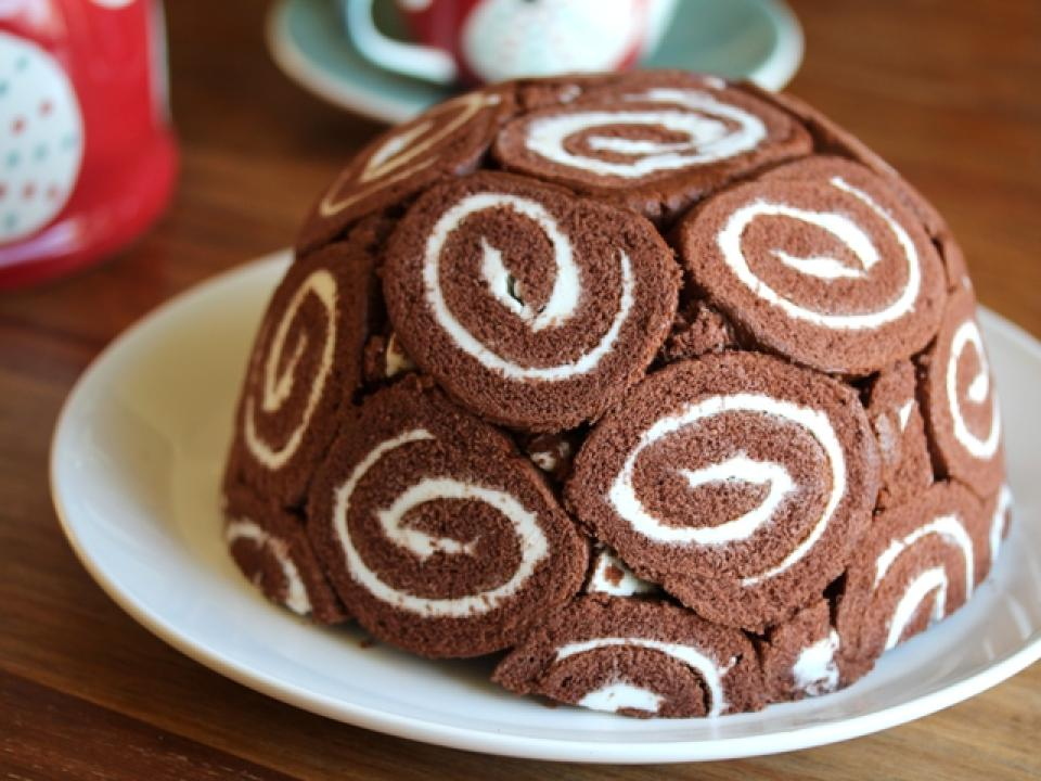 recipe for an ice cream bomb cake with swiss roll shell