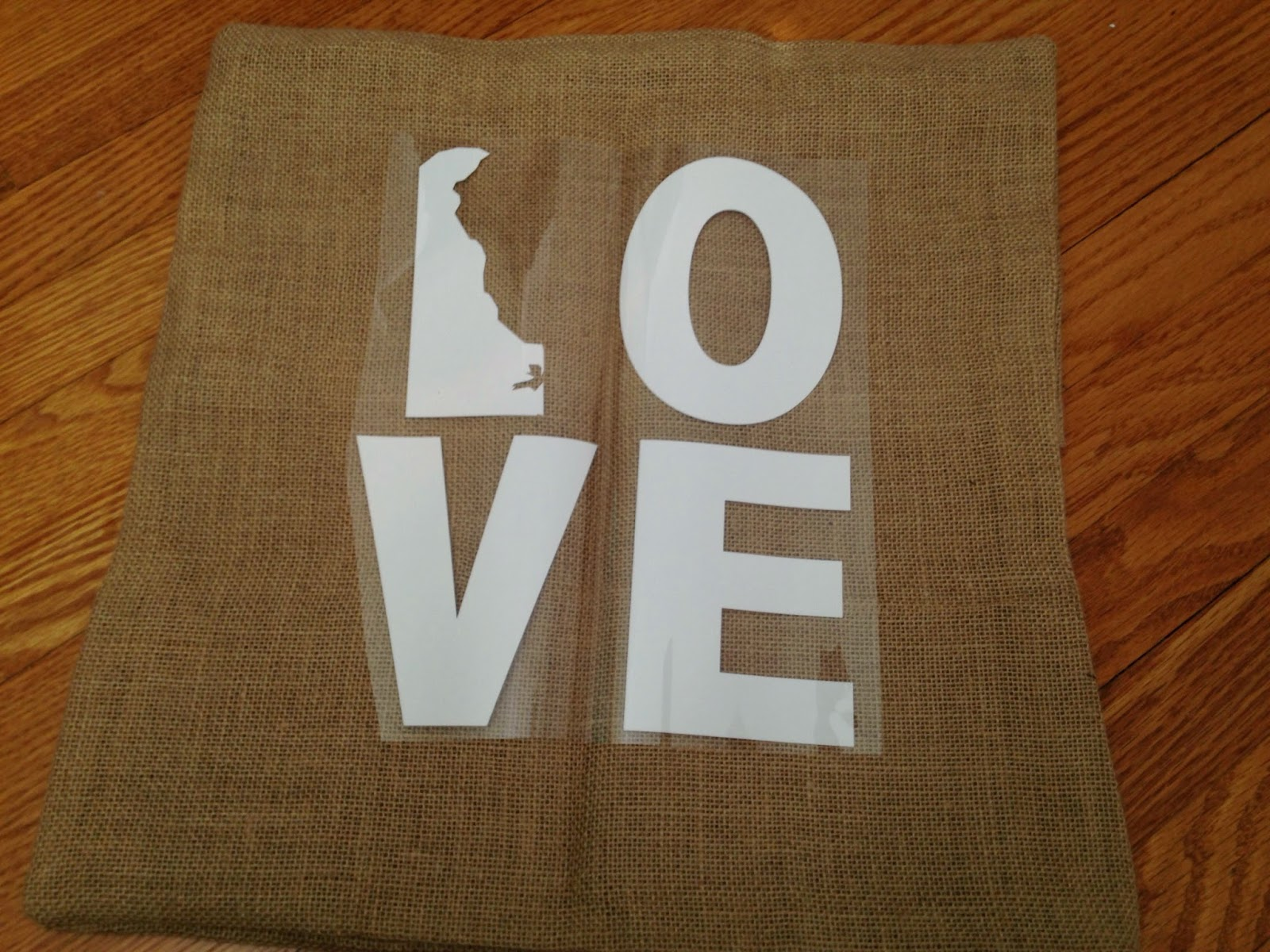 Silhouette crafters, heat transfer vinyl, HTV, center design, burlap pillow