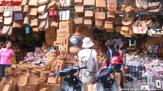 Sukawati art market is very famous for selling traditional Balinese clothing and crafts at very cheap prices