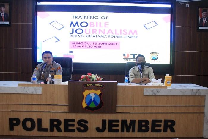 IJTI Jember Inisiasi Training OF Mobile Journalism di Polres Jember.