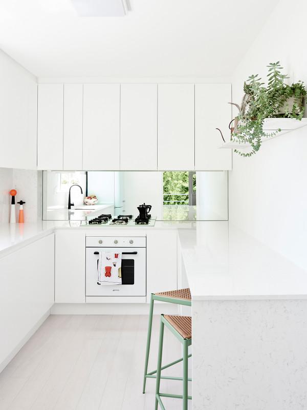 cocina blanca muy luminosa chicanddeco