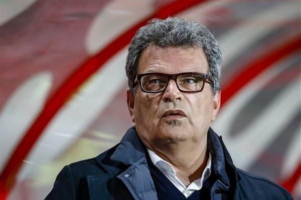 Oficial: Twente, rescinde contrato el director técnico Van Leeuwen