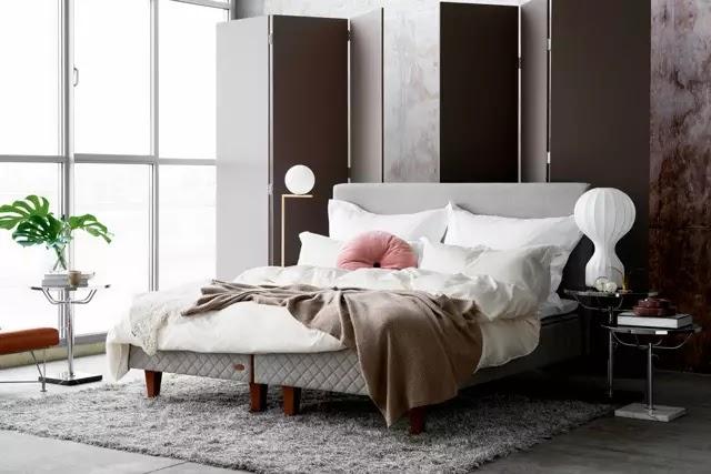 DUX yatakları, sırt ağrısını hafifletmek ve dolaşımınızı en üst düzeye çıkarmak için kilonuzu eşit olarak dağıtmak için omurganızı hizalayacak şekilde tasarlanmıştır.