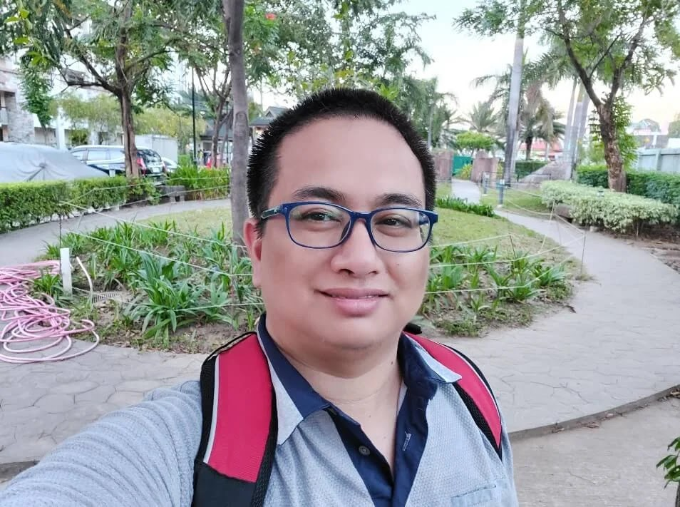 Samsung Galaxy A71 Camera Sample - Outdoor, Afternoon, Selfie (Wide)