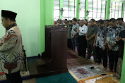 Tito Karnavian Imami Solat Jumat di Masjid At-Taqwa, Bandara Internasional Juanda