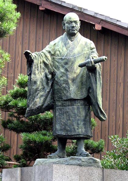 Nicheren Statue