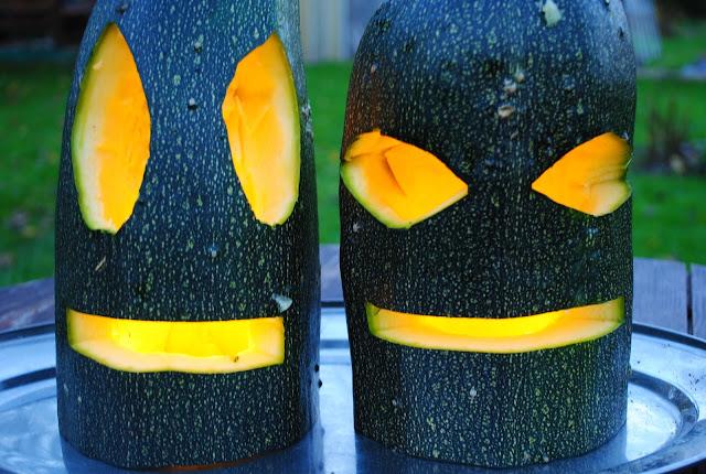 Halloweeni kõrvits suvikõrvitsast