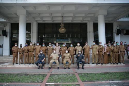 Masa Jabatan Berakhir, Akhyar Tinggalkan Kantor Wali Kota  Mengendarai Motor
