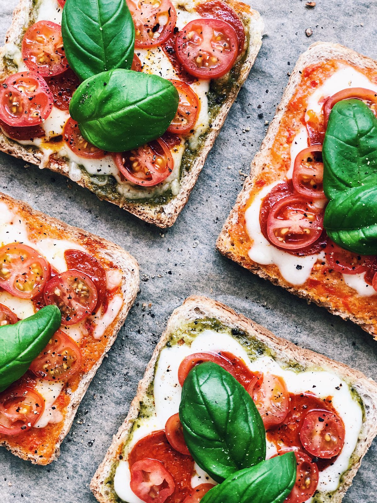 Tosty a'la pizza, czyli proste danie, które zachwyci nawet najbardziej wymagające kubki smakowe.