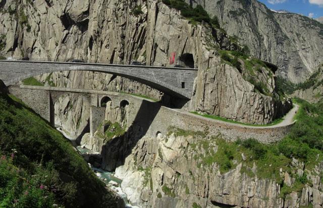 Jembatan-Teufelsbrucke-Swis