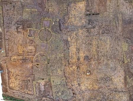 Une luxueuse villa romaine antique découverte sur un chantier de construction en Angleterre