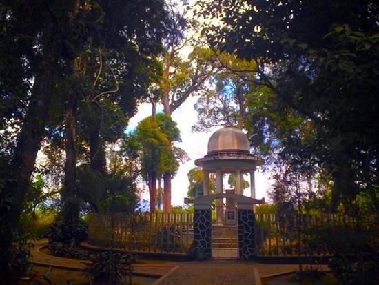 kisah misteri di makam bosscha
