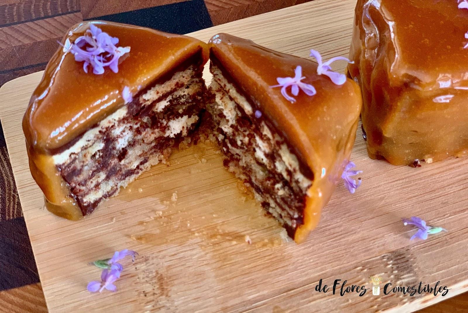Petit four de chocolate y caramelo con romero