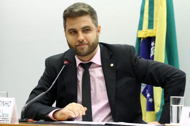 Câmara dos Deputados: Projeto impede restrições à circulação de pessoas já curadas de Covid-19