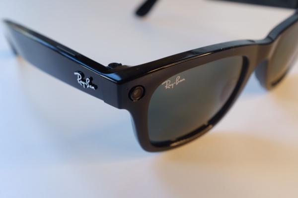 تعرف على مواصفات النظارة الذكية Ray-Ban Stories من فيسبوك وريبان (سعر ومميزات)