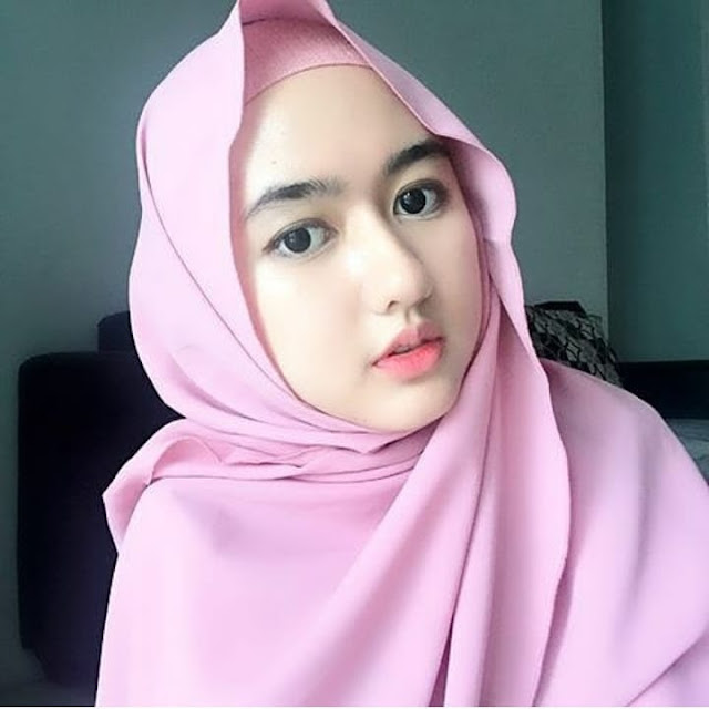 The hijab Girl is truly Charming