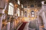Suntuosos interiores del museo del Hermitage de San Petersburgo