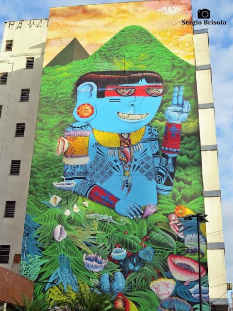 Vista ampla de um Mural gigante na Vila Mariana - São Paulo