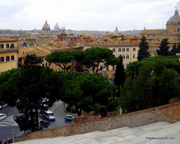 Vista do alto da escadaria da Igreja de Santa Maria in Aracoeli, Roma
