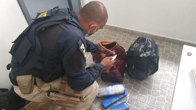 PRF prende duas mulheres por tráfico de drogas em Barra do Turvo