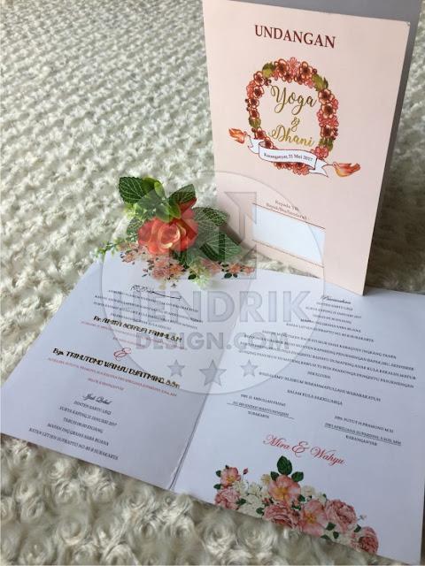 Contoh undangan pernikahan softcover yoga dan dhani