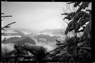 Innbrücke Königswart im Winter von einer Anhöhe aus - 1930-1950