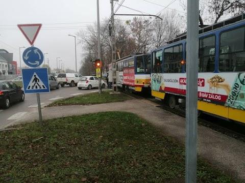 Villamos ütközött autóval a Szabadkai úton