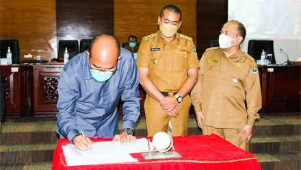 Supardi menandatangani pengesahan KUPA-PPAS 2021