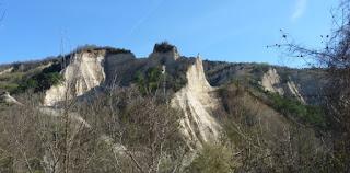 Las montañas que rodean Melnik.