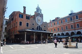 l'église de San Giacomo di Rialto, dans le quartier San Polo, est la plus ancienne église de Venise.
