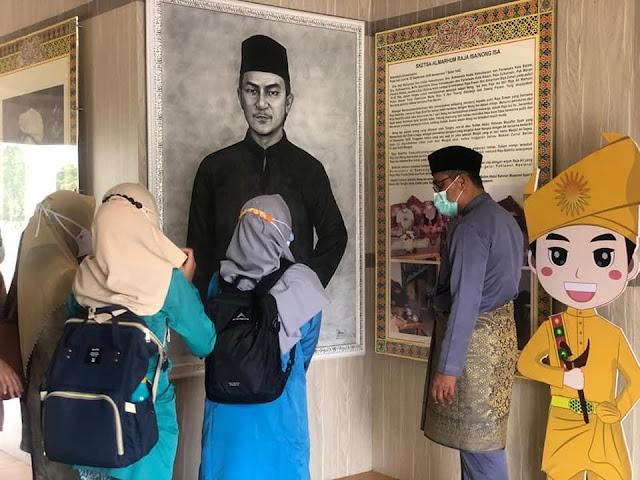 Muhammad Zen Pandu 89 Guru Kecamatan Nongsa Saat Mengunjungi Musuem batam Raja Ali Haji